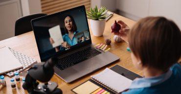 Educación en línea, aulas híbridas